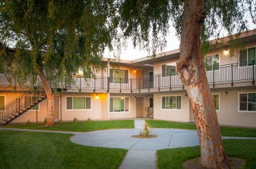 <p class='caption-name bold'>26603-26609 Gading Road</p><span class='caption-city'>Hayward, CA</span><span class='caption-sep'>/</span><span class='caption-size'>Multifamily</span><span class='caption-sep'>/</span><span class='caption-size'>51 Units</span><span class='info-sep'>/</span><span>SOLD</span>
